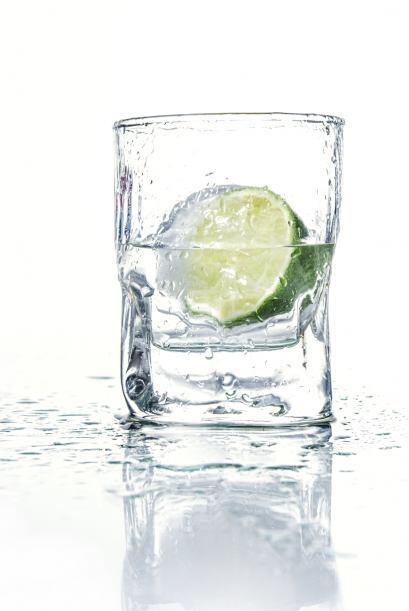 Si no te gusta beber, pero tienes que, es bueno probar una bebida con ag...