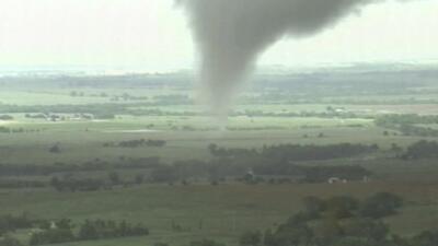 Tornados y fuertes lluvias arrasan en medio-este del país