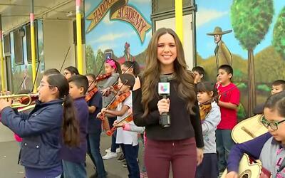 Niños mariachi intentan mantener las tradiciones de sus padres en escuel...