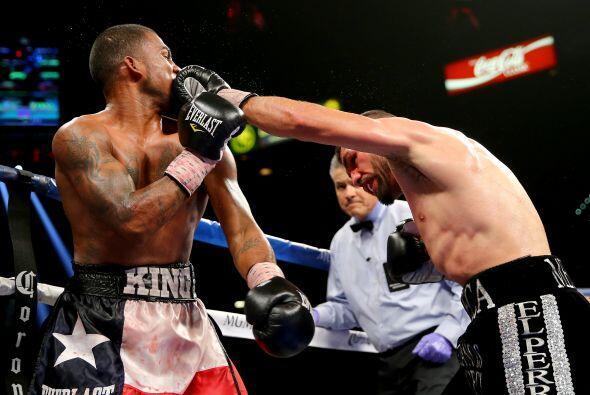 De la Rosa perdió fuelle en los dos últimos rounds y Angulo buscó el noc...