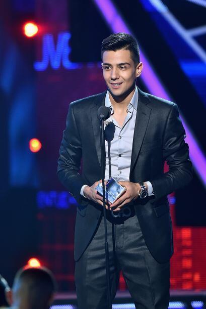 Luis Coronel siguió arrasando en la noche al recoger su premio a Voz del...