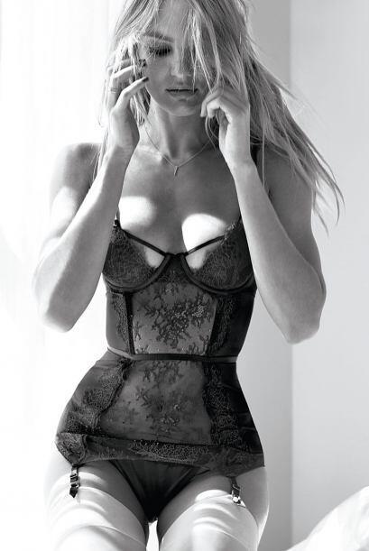 La modelo sudafricana posó de nueva cuenta con muy poquita ropa.