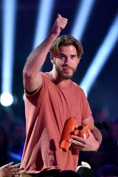 Liam Hemsworth iba bastante informalito, pero aún así arrancó suspiros d...
