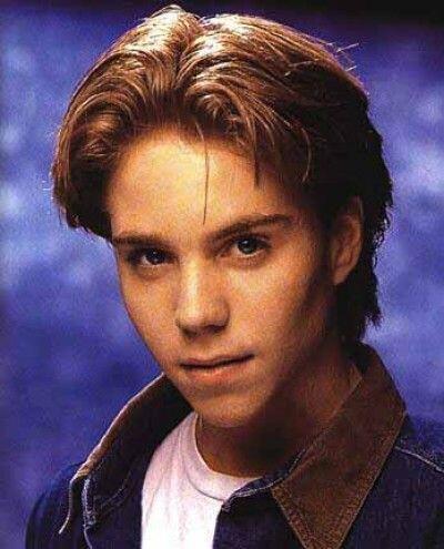 Jonathan Brandis Era la sensación adolescente y protagoniz&oacute...