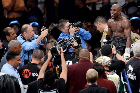 Floyd Mayweather Jr. sacó a relucir todo su boxeo, maestría y experienci...