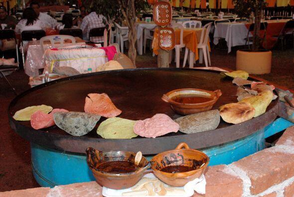 Las tortillas son también parte fundamental de la comida mexicana. Gener...