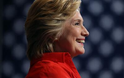 La candidata presidencial demócrata Hillary Clinton en un acto de...