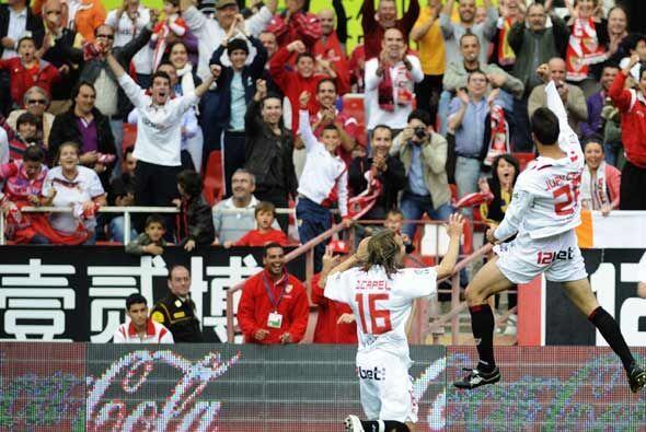Con este triunfo el Sevilla sigue en su lucha por terminar en un puesto...