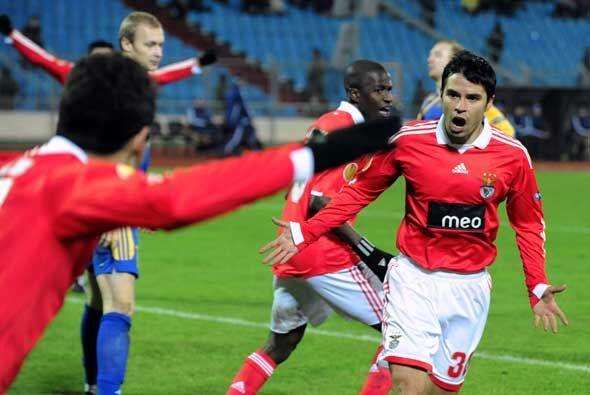 Saviola hizo uno de los goles del Benfica. Los portugueses aseguraron su...