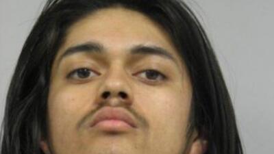 Marco López de 17 años enfrente dos cargos de asesinato en primer grado...