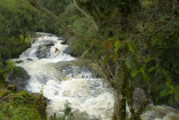 Estos ríos y saltos de agua sólo fueron vistos previamente por los atlet...