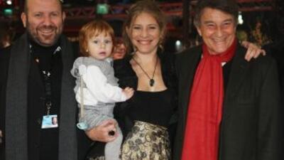 De izquierda a derecha el compositor Alejandro Franov, la directora dire...