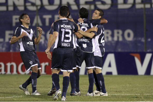 Vélez Sarsfield liquidó a Libertad con un categórico 4-2 en Asunción y p...