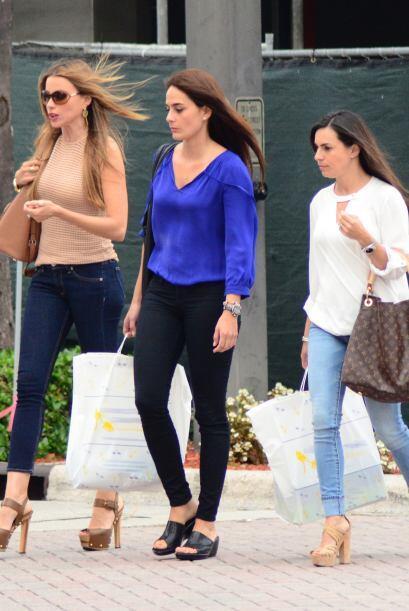 Sofía salió con sus hermanas Mariana y Rosa. Mira aqu&iacu...