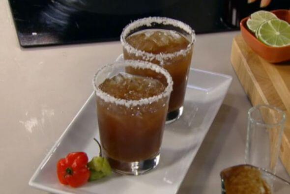 MARGARITA DE TAMARINDO:En un tazón mediano, combina el agua con la pulpa...
