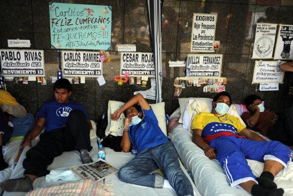 Los huelguistas, que pertenecen a las principales universidades del pa&i...