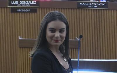 Hialeah honra a la joven que le salvó la vida al mayor de la policía de...