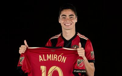 Almirón será el primero en lucir la camiseta número...