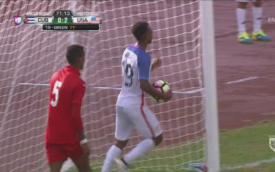 Julian Green empujó el balón casi sobre la línea para el segundo de Esta...