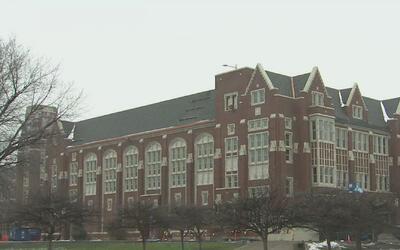 Administración de escuela Lane Tech anunció que alumnos no tendrán que h...