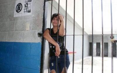 Arrestan a mujer por no lavar la ropa de su marido