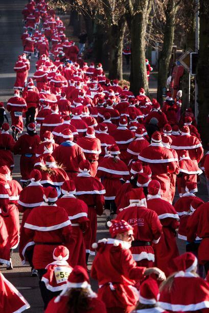 Miles de Santas invadieron las calles en diferentes países.