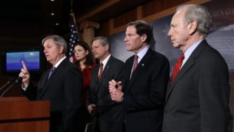El grupo de 32 senadores está encabezado porel republicano Lindsey Grah...