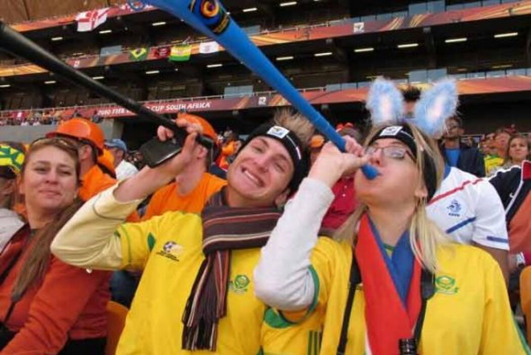 Las vuvuzelas han sido la pesadilla o la alegría en las tribunas. Depend...