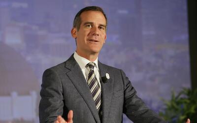 Alcalde Garcetti reitera su disposición de proteger a los inmigrantes tr...