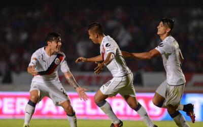 Chivas festeja el único gol del partido ante Tiburones.