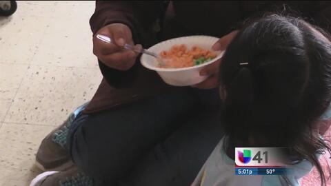 Familias inmigrantes se unen para ayudar a refugiados centroamericanos
