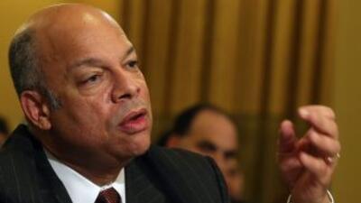 """Jeh Johnson defiende la acción ejecutiva de Obama afirmando que es """"sent..."""