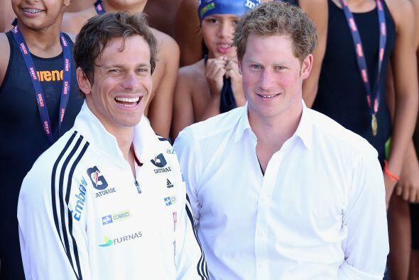 El príncipe Harry junto al naador olímpico Cesar Cielo.