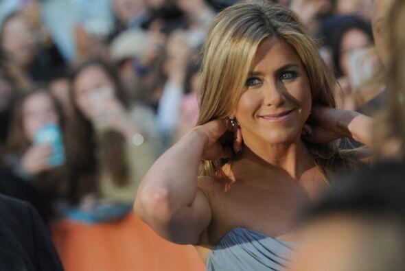 8. Jennifer Aniston. La guapa actriz se metió en el top ten, con la mism...