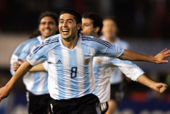 En selecciones menores Riquelme logró consagrarse campeón...