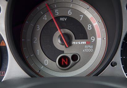 En el tablero los relojes cuentan con el logo Nismo, sinónimo de...