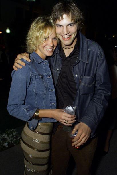 Ashton en 2001, cuando salía con la actriz Ashley Scott.