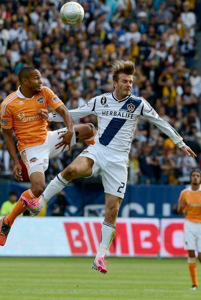 Bruce Arena trató de sacar a Beckham del partido para ser ovacionado per...