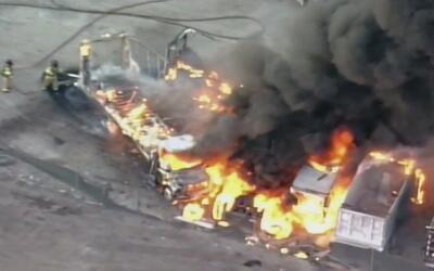 Cuatro camiones que estaban estacionados se incendiaron en Medley
