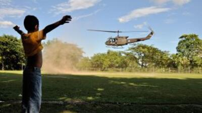 El Salvador recibió tres helicópteros donados por Estados Unidos, valora...
