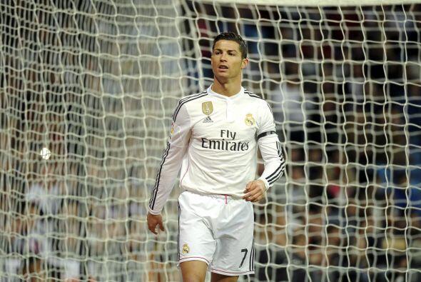 Cirstiano Ronaldo buscó el gol para alcanzar a Messi, pero no con...