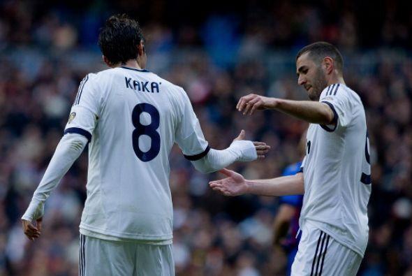 Kaká y Benzema se combianron bien y llevaron peligro.