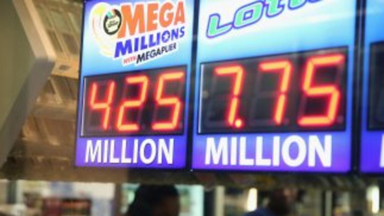 El premio gordo de la lotería Mega Millions se incrementó de 400 millone...
