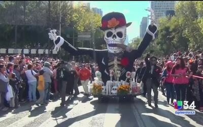 Así se festejó en el desfile del Día de los Muertos en México