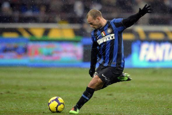 A falta de solo dos minutos, Sneijder hizo su segundo gol y el Inter emp...