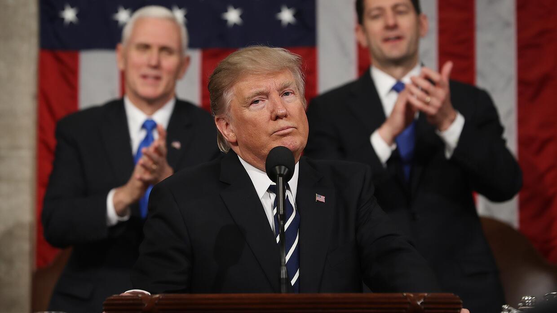 Trump habla de ley que permitiría vivir en EEUU a trabajadores indocumen...