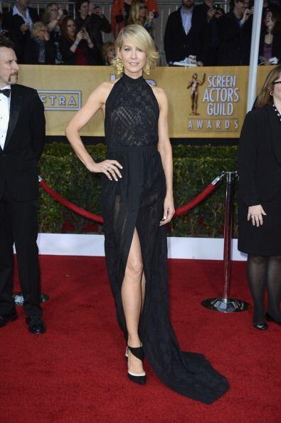 ¡Que alguien llame a Angelina Jolie!, es en serio, Jenna Elfman es...