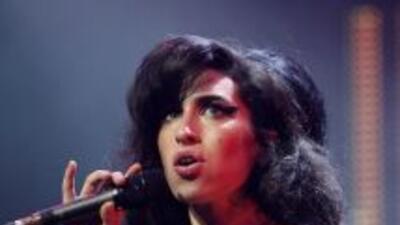 El filme sobre la vida de Amy Winehouse exhibe sus problemas con las dro...