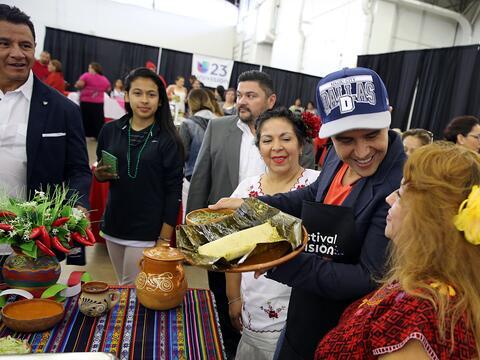Miles disfrutaron de sabrosos tamales y la grata presencia de Alejandr&o...