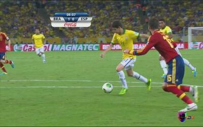 Brasil vs España: Oscar, cerca de anotar el segundo gol de los cariocas